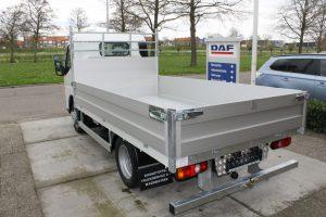 Boonstoppel Truckservice - Fuso Canter Bedrijfswagen met open laadbak en klep